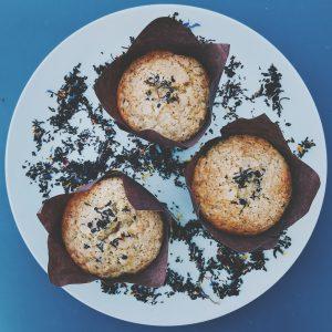 Muffin met toets van florale thee en witte chocolade